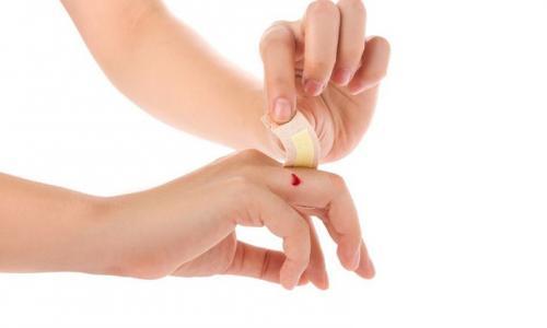 9 bước sơ cứu vết cắt và vết cào xước