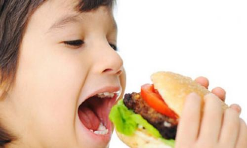 Một số hành vi ăn uống của giới trẻ không tốt cho sức khỏe
