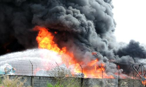 Bé trai đẻ non có bố mẹ tử vong trong đám cháy ở Đê La Thành đã ổn định, ra viện