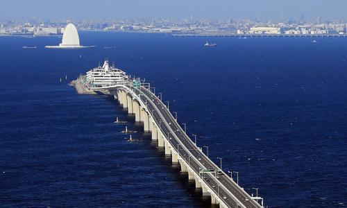 Ngả mũ trước cầu vượt biển dài nhất thế giới của Trung Quốc