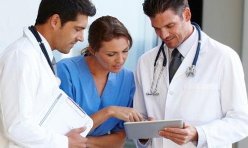 Những y bác sĩ cả đời tần tảo làm