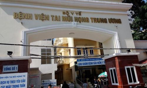 Chuyên gia Mỹ trực tiếp tạo hình thẩm mỹ cho bệnh nhân tại BV Tai Mũi Họng Trung ương