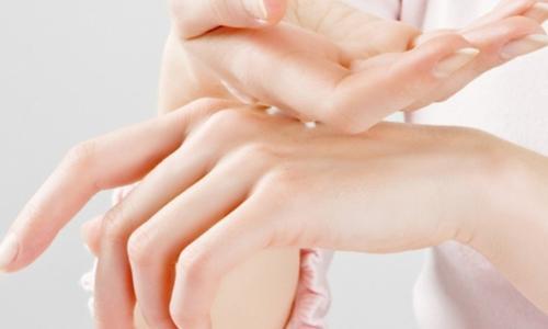 Nguyên nhân bong da bàn tay